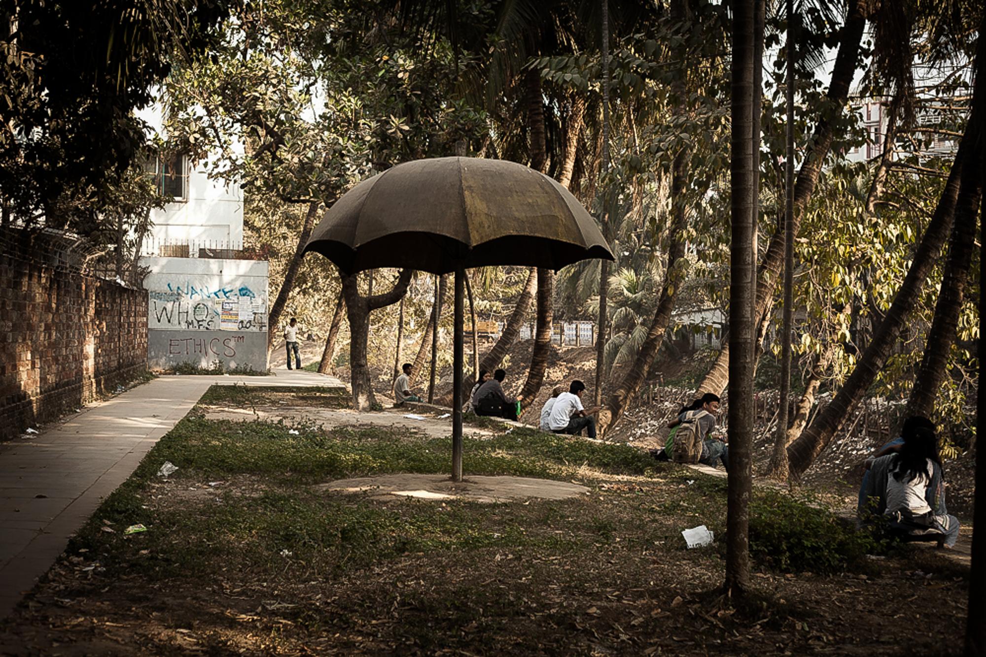 Im Dhanmondi Park treffen sich sehr viele Paerchen um sich kenenn zu lernen oder in Ruhe Zeit miteinander zu verbringen.