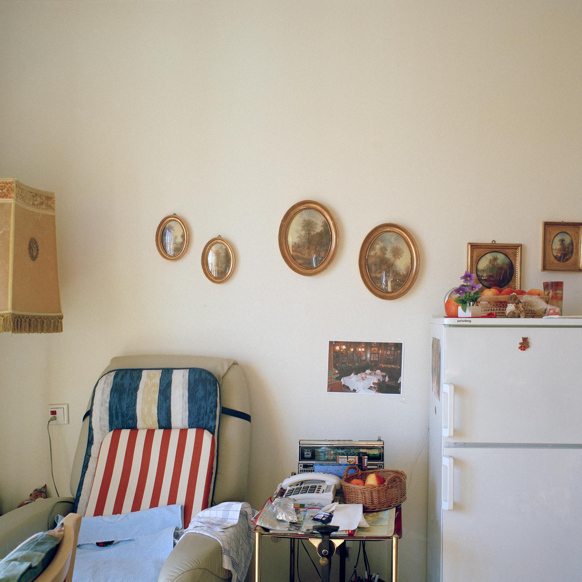 Luise-Kiesselbach-Haus (Kuratorium Wohnen im Alter) , Muenchen. Wohnraum von Bewohnerin in der Einrichtung Luise-Kiesselbach in der Graf Lehndorf Strasse 24, Muenchen am 18. Januar 2011. Fotograf: Evi Lemberger