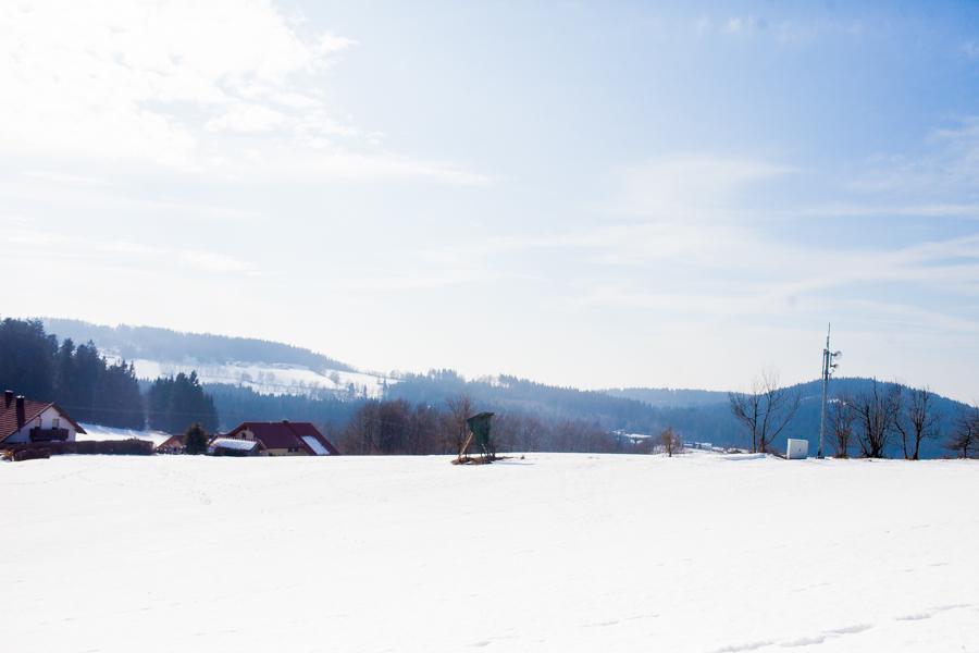 Landschaftsaufnahme, Hochsitz von Karolin Hirsch und Thomas Stern.