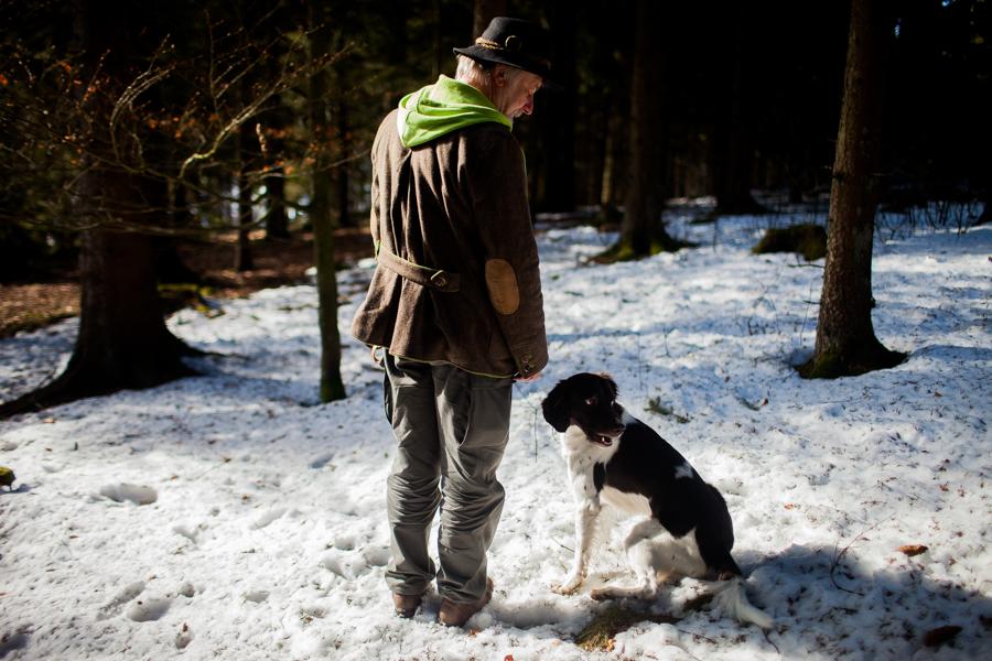 Portrait von Thomas Stern. Thomas Stern und Karoline Hirsch bei einem Spaziergang.