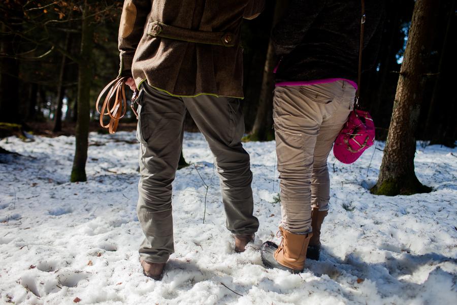 Bild von Thomas Stern und Karoline Hirsch  von hinten. Thomas Stern und Karoline Hirsch bei einem Spaziergang.