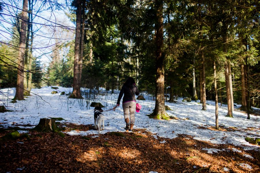 Portrait von Karoline Hirsch. Thomas Stern und Karoline Hirsch bei einem Spaziergang.