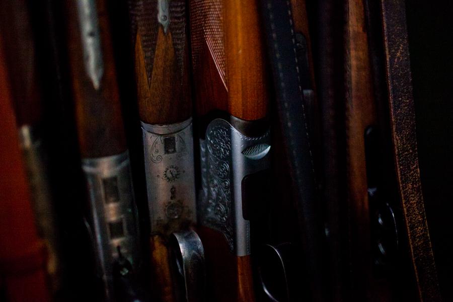Detailansicht von Waffenkollektion von Thomas Stern, die im Unterricht zu Übungszwecken benutzt werden.