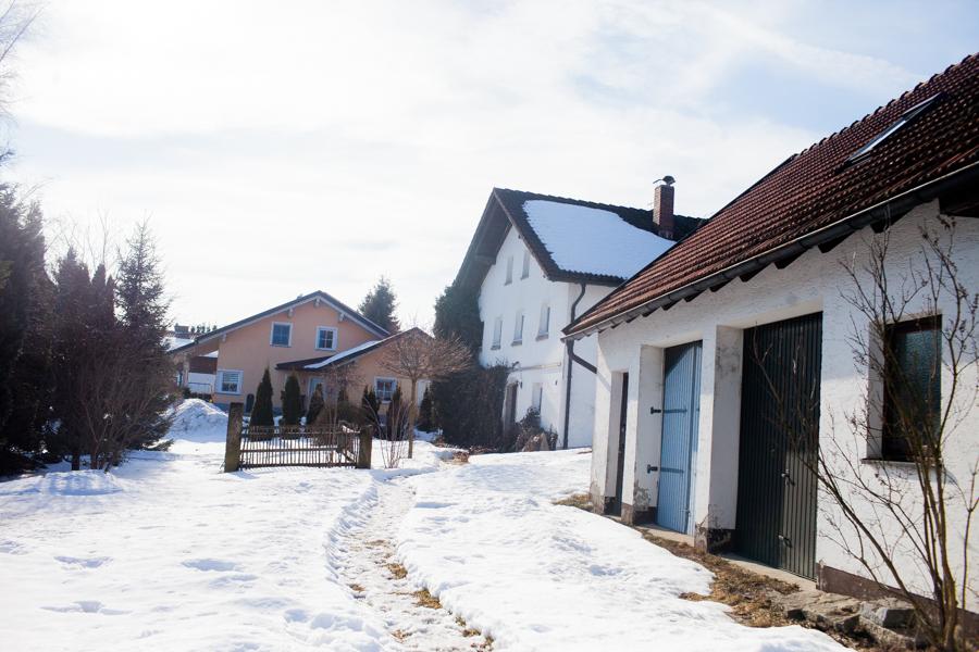 Hof von Karolin Hirsch und Thomas Stern in dem die neue Schule und Wellnessbereich entstehen soll. Der Hof, in dem die Schule und entstehen soll, ist ein alter Hof in Waldkirchen.